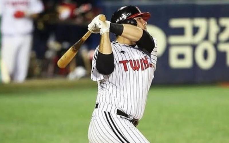 Roberto Ramos conecta dos cuadrangulares y llega a 37 en la Liga de Beisbol de Corea