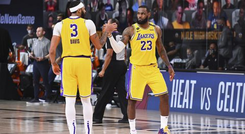 Los Lakers a un triunfo de la Final de la NBA