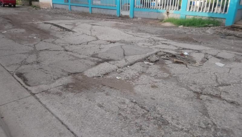 Calle Paseo de los Himalayas completamente destrozada