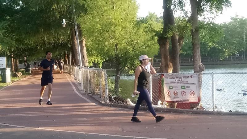 Realizan actividad física sin cubrebocas en el parque EME