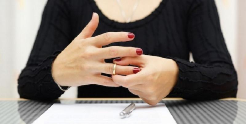 Divorcios suben 57% y matrimonios caen 24% en la última década en México