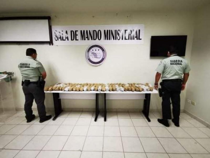 Detienen a un Agente del Ministerio Público de Sinaloa con 40 Kg de Cristal
