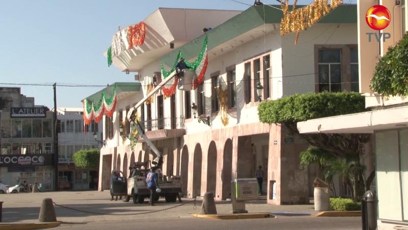 Retiran adornos patrios del Ayuntamiento