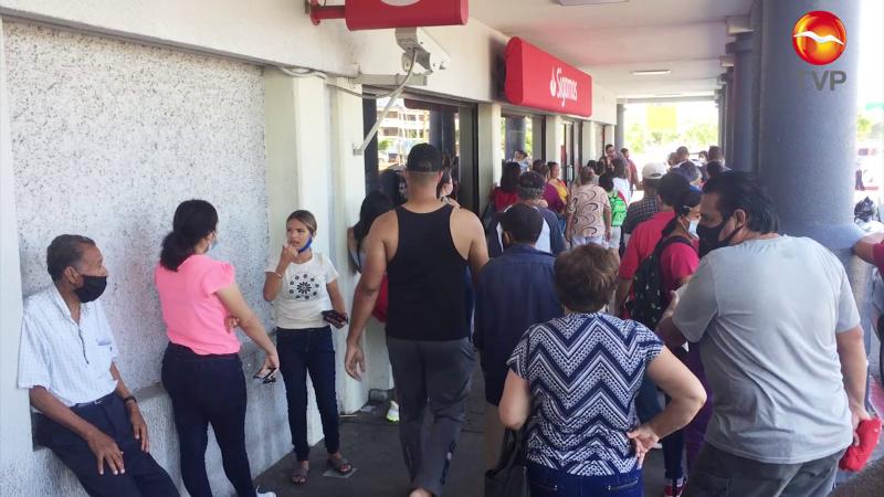 Crecen aún más las filas en bancos de Mazatlán