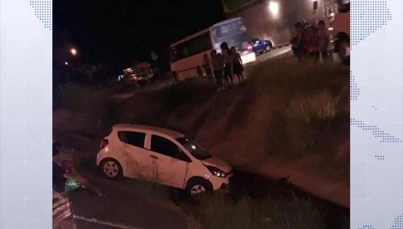 ¡Canalazos en Mazatlán! Dos automóviles caen a canales pluviales