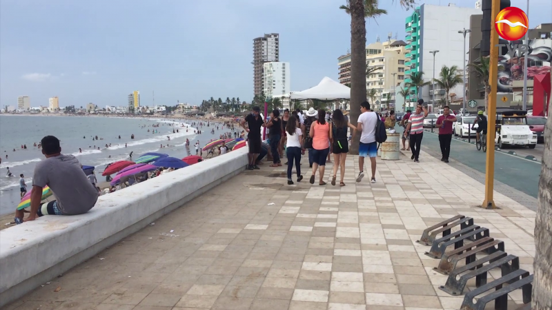 Se reúnen 32 mil personas en franja costera de Mazatlán