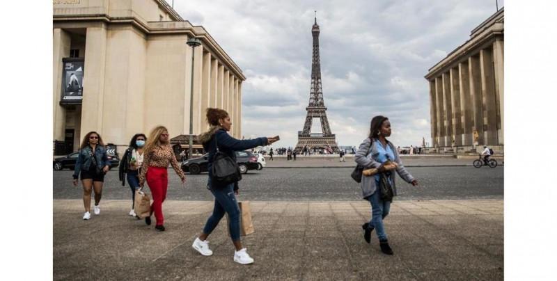 París está regresando a la cuarentena: cierran cafés, gimnasios, piscinas y más por alza de contagios