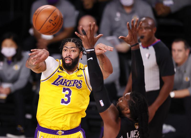 Los Lakers a un juego del campeonato
