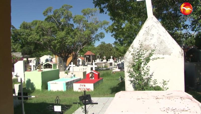 Con el respaldo de la fuerza pública preparan panteones en Mazatlán