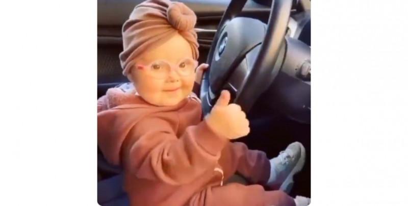 Video: esta bebé disfruta el beat de la música como nadie más