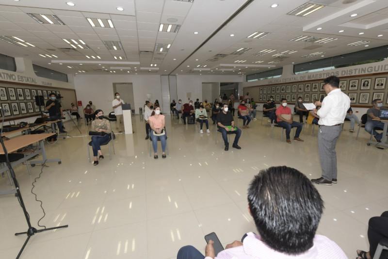 Entrega SEPyC plazas pre jubilatorias a 73 docentes de educación básica