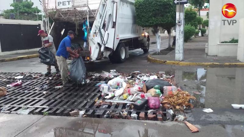 Levantan 10 toneladas de basura tras las lluvias en Mazatlán