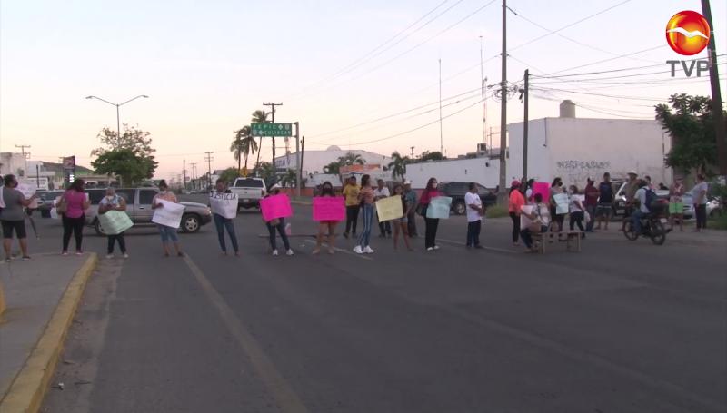 Cierran Carretera Internacional, protestan por la detención de una persona