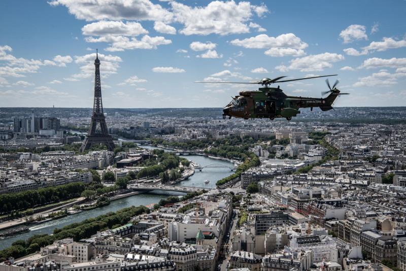 Macron pone bajo toque de queda a París y a otras ocho ciudades por la COVID