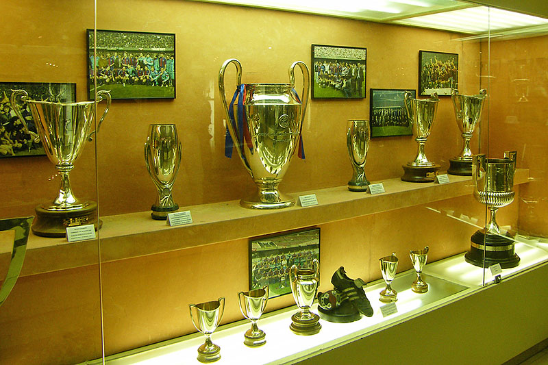 Barcelona mostrara sus trofeos en México