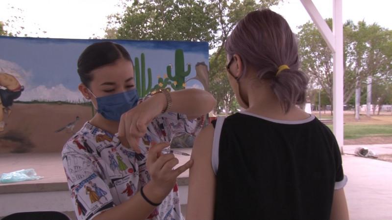 Llevan jornada de vacunación al tobarito.