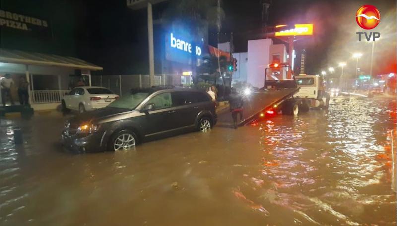 Será el último día de octubre cuando la avenida Camarón- Sábalo deje de inundarse