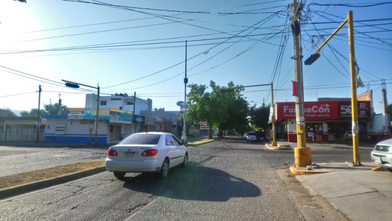 Desde hace tres semanas no sirven los semáforos en la avenida Manuel Estrada