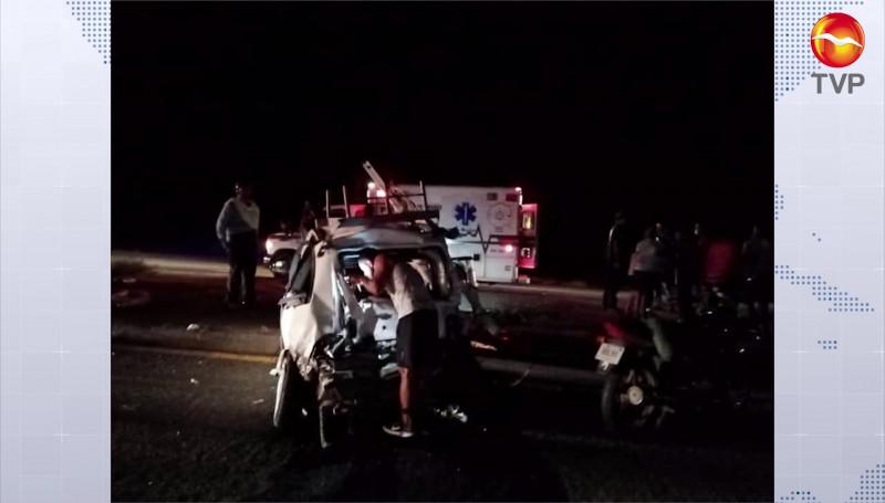 Tráiler impacta a un automóvil cerca de la Urraca, deja dos lesionados