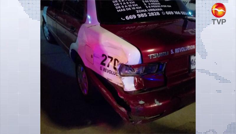 Taxi y motocicleta protagonizan accidente
