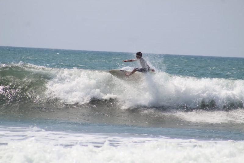 Realizan evento de surf con causa en Mazatlán