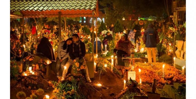 López-Gatell pide no ir a los panteones este Día de Muertos