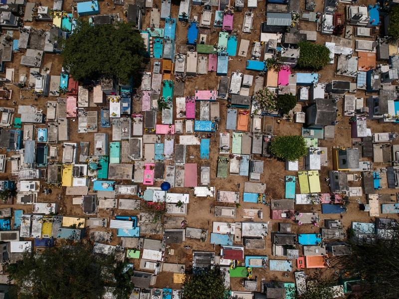 México se prepara para un insólito Día de Muertos con cementerios cerrados