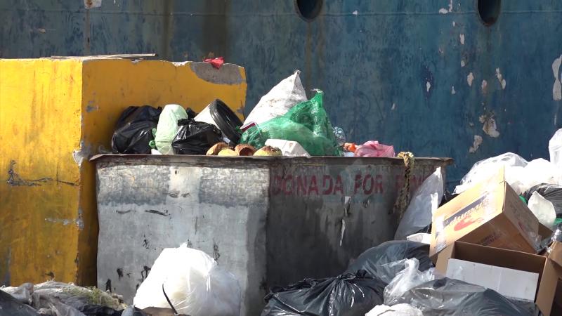 Nadie se hace cargo de la basura en el Parque Bonfil.