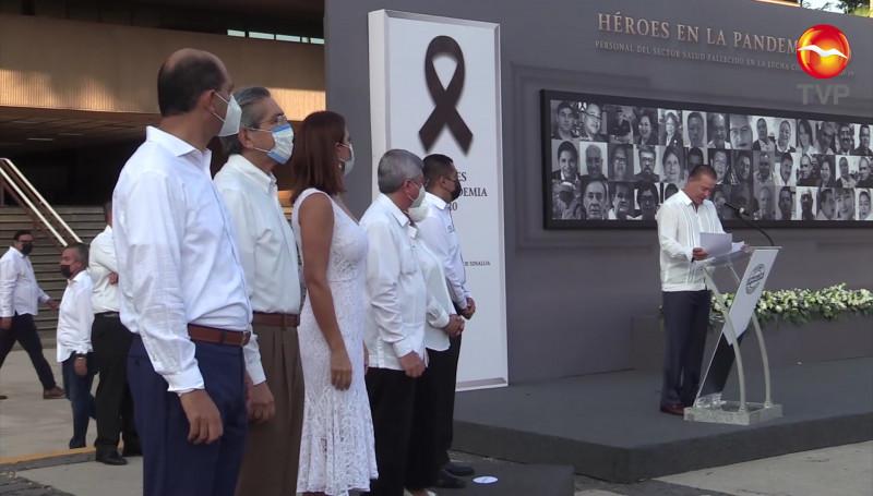 Reconocen con homenaje a médicos fallecidos en la lucha contra el Covid-19
