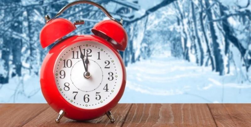 Este domingo inicia el horario de invierno. Te decimos cómo ajustarlo