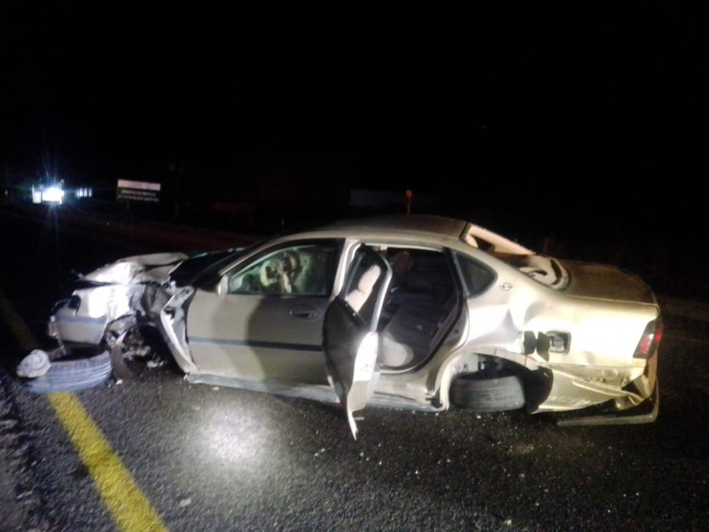 Jóvenes salvan la vida, tras accidente automovilístico