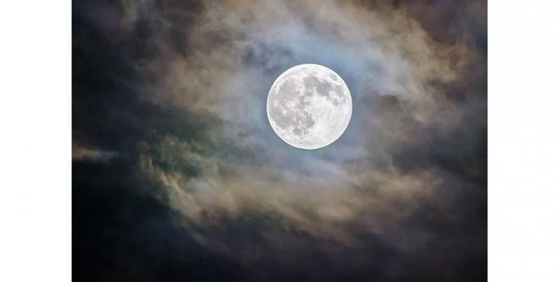 Descubren que la Luna tiene agua helada: Nature Astronomy