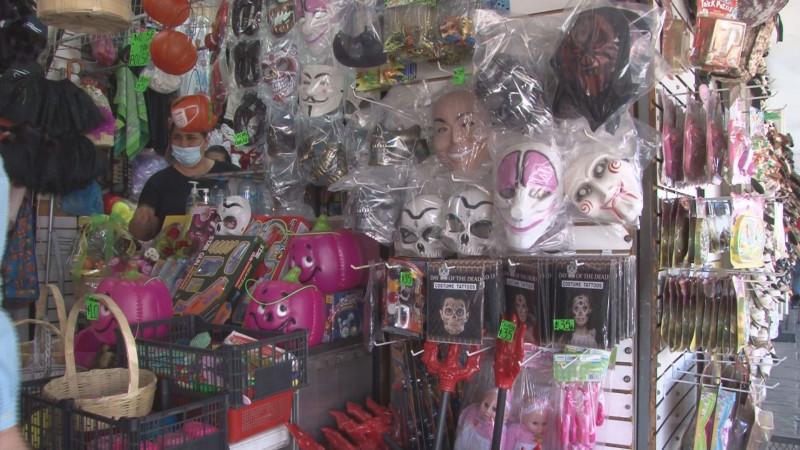 Por el día de halloween comerciantes del centro de Culiacán esperan repunte de ventas