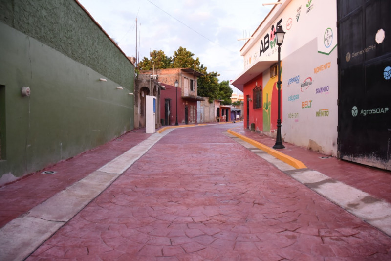 Entregan pavimentación de calle en Rosario