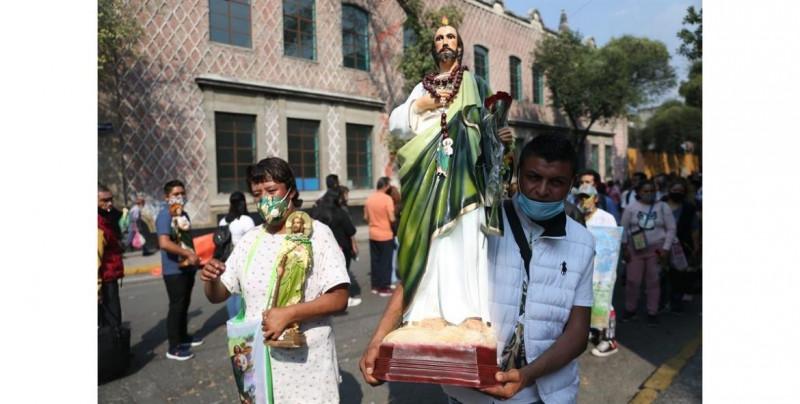 """""""Venimos sin miedo"""": feligreses desafían el Covid-19 el día de San Judas Tadeo"""