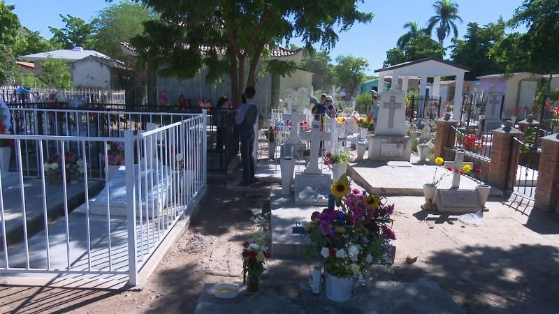 Prohibirán uso de agua potable en panteones de Mazatlán