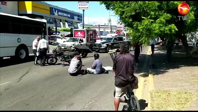 Ciclista provoca accidente doble en Mazatlán