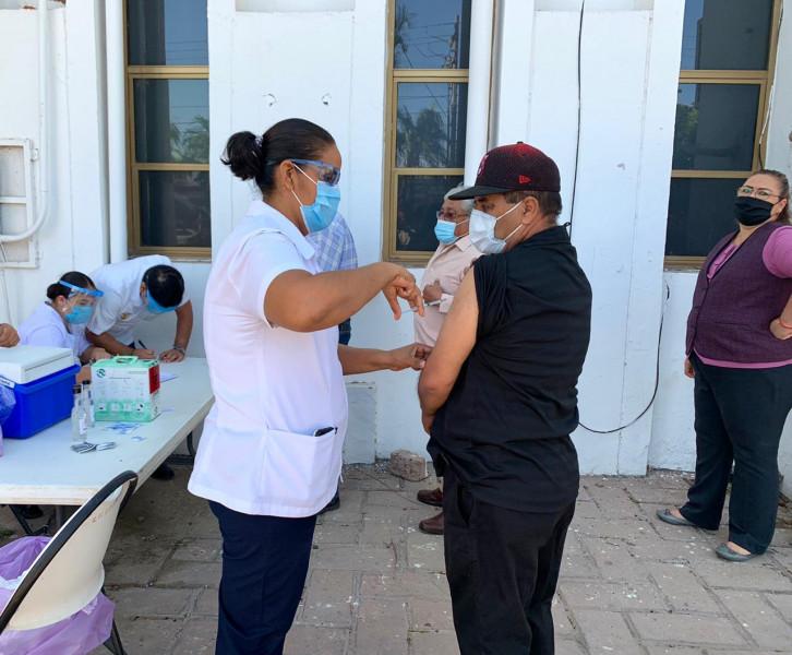 Vacunan a empleados del Ayuntamiento de Ahome contra la influenza