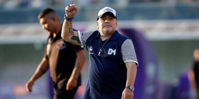 Maradona es operado con gran éxito
