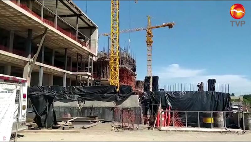 Abejas atacan a trabajadores de obra en construcción