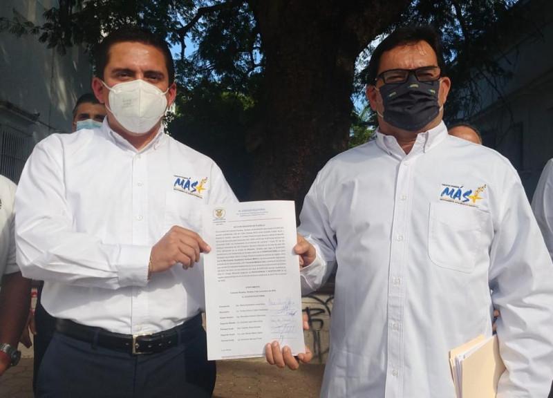 Entrega Colegio Electoral acta de aceptación de registro de la Planilla Movimiento Académico Sindical