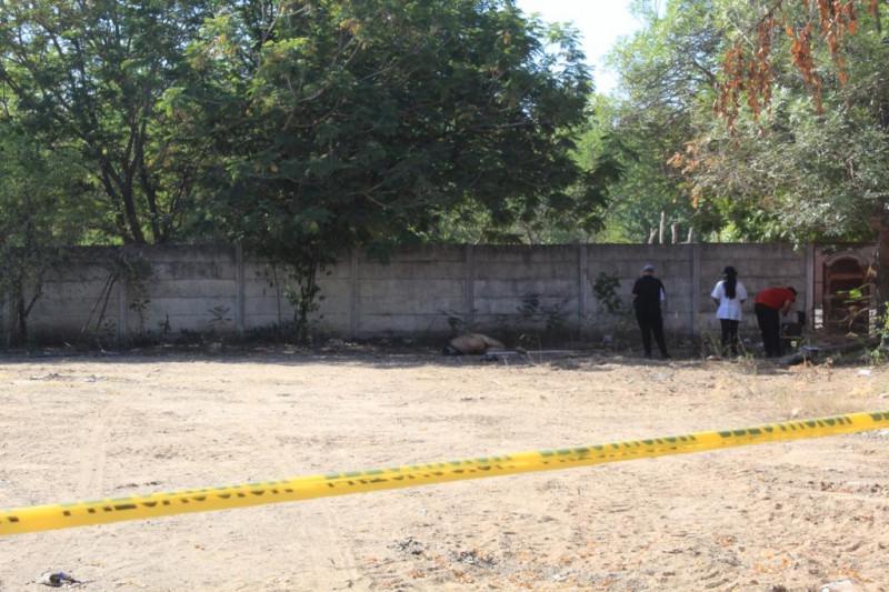 Lo asesinan y lo dejan desnudo en un terreno campestre en Country del Río