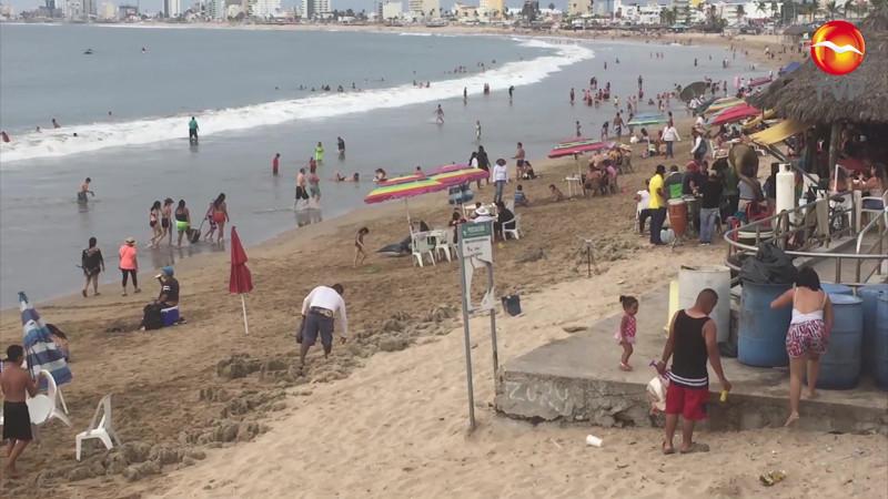 Cierran playas en destinos de México, Mazatlán escapa a la medida