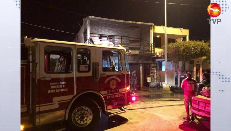 Se incendia casa y vehículo en el Fraccionamiento Valle Bonito