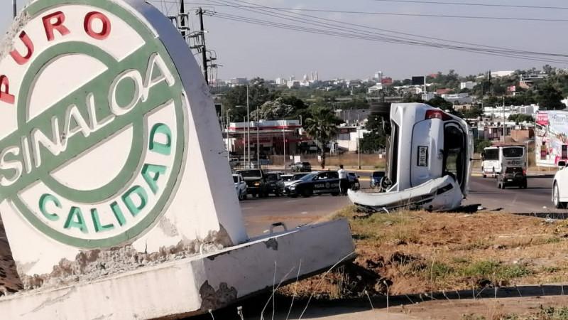 Accidente automovilístico deja dos mujeres heridas