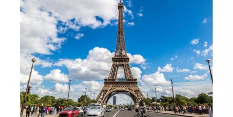 Un tramo original de la Torre Eiffel se subasta en París. Te mostramos cual es