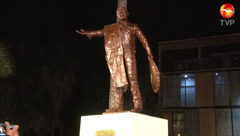 Con homenaje y estatua reconocen a José Alfredo Jiménez
