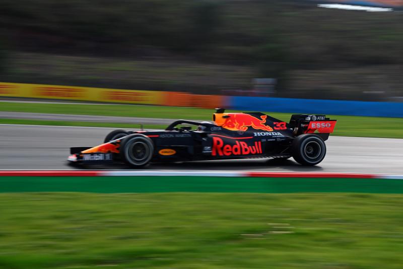 Verstappen domina los entrenamientos, Checo es 11vo