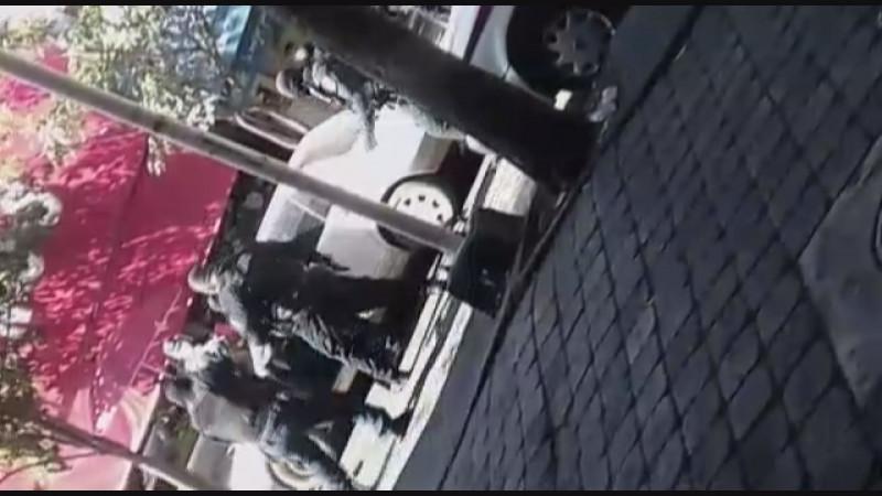 Detiene la SSPyTM a dos personas y asegura un auto con reporte de robo en tiroteo del centro