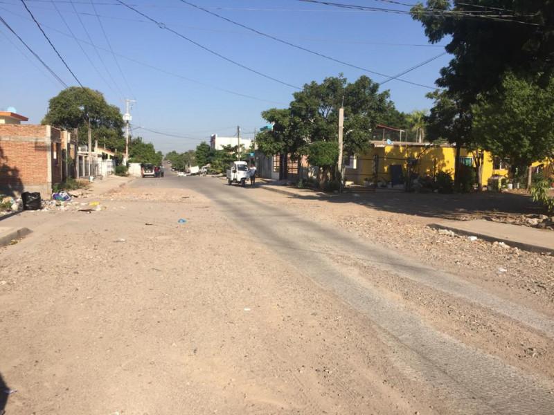 Tierra acumulada en calle Rafael Martínez genera riesgo de accidentes